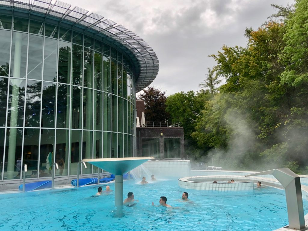 Wallonie-Spa-thermes-piscine-exterieure