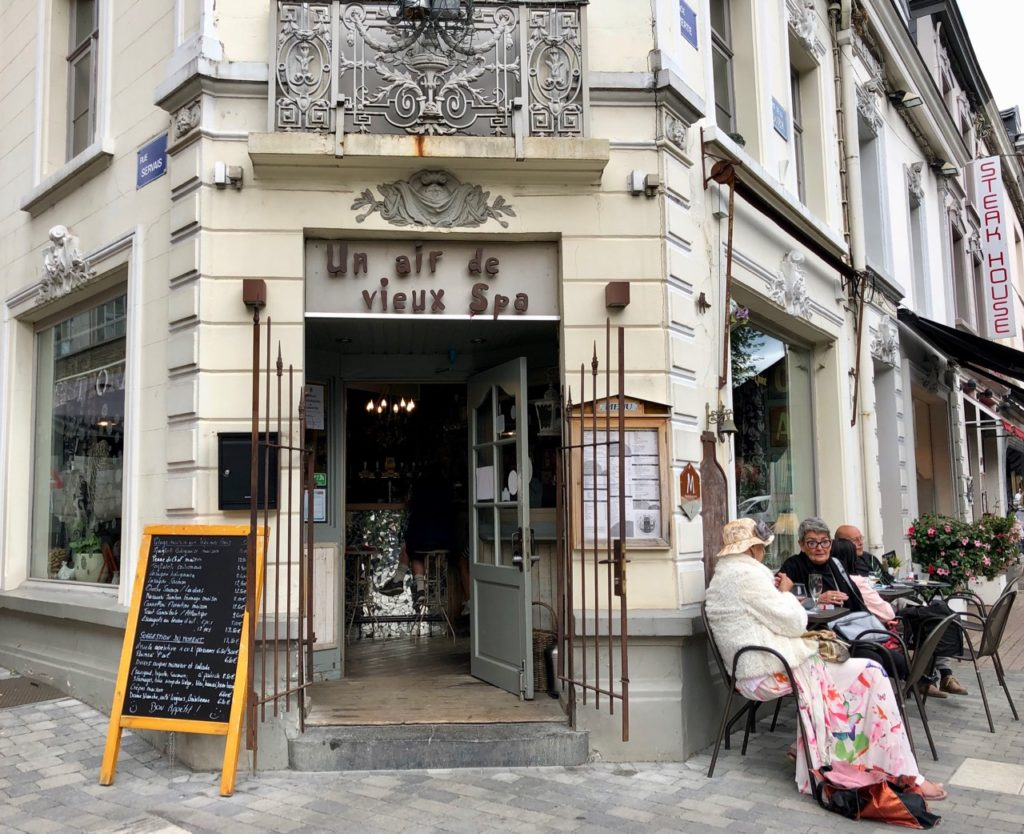 Wallonie-Spa-ville-place-Verte-cafe-un-vieil-air-de-Spa