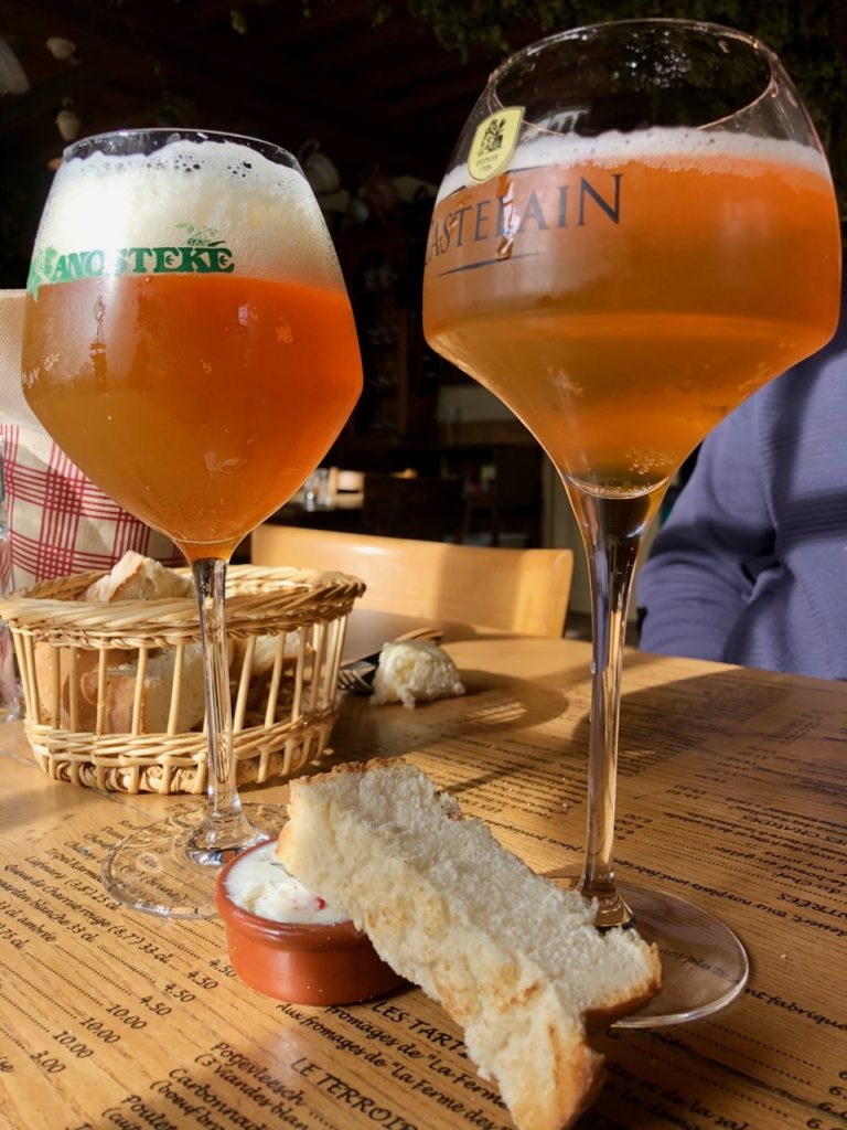 Flandre-Hondeghem-estaminet-ancienne-maison-commune-bieres