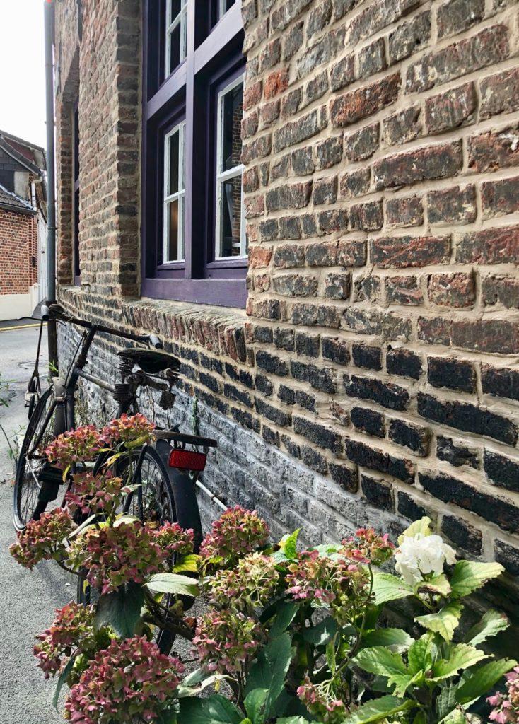 Flandre-Hondeghem-estaminet-ancienne-maison-commune-detail-facade
