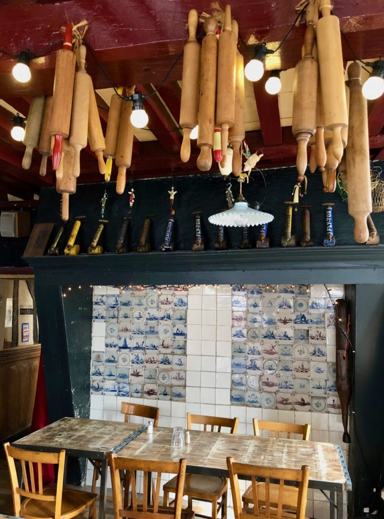 Flandre-Hondeghem-estaminet-ancienne-maison-commune-detail-petite-salle