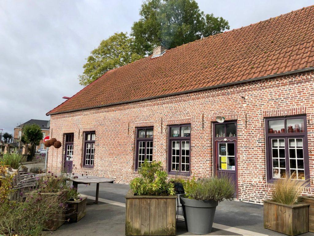 Flandre-Hondeghem-estaminet-ancienne-maison-commune-facade