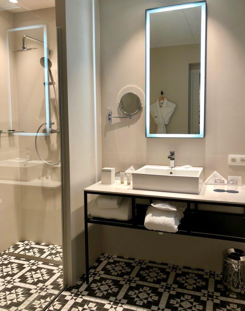 Hotel-Louvre-Lens-salle-de-bains