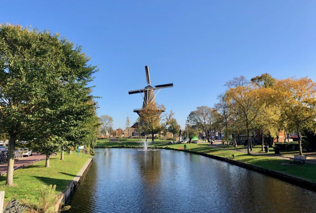 Leyde-canal-et-moulin