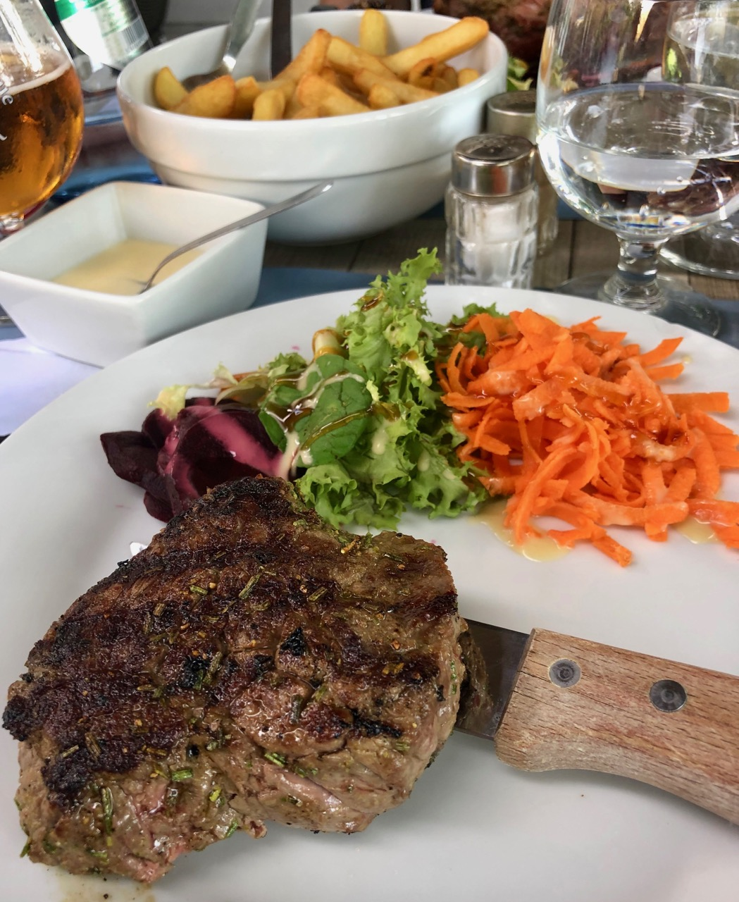 Mont-des-Cats-auberge-Catsberg-steak-grille-romarin