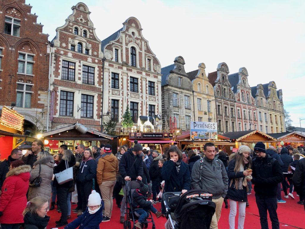Arras-marche-de-Noel-avec-du-monde