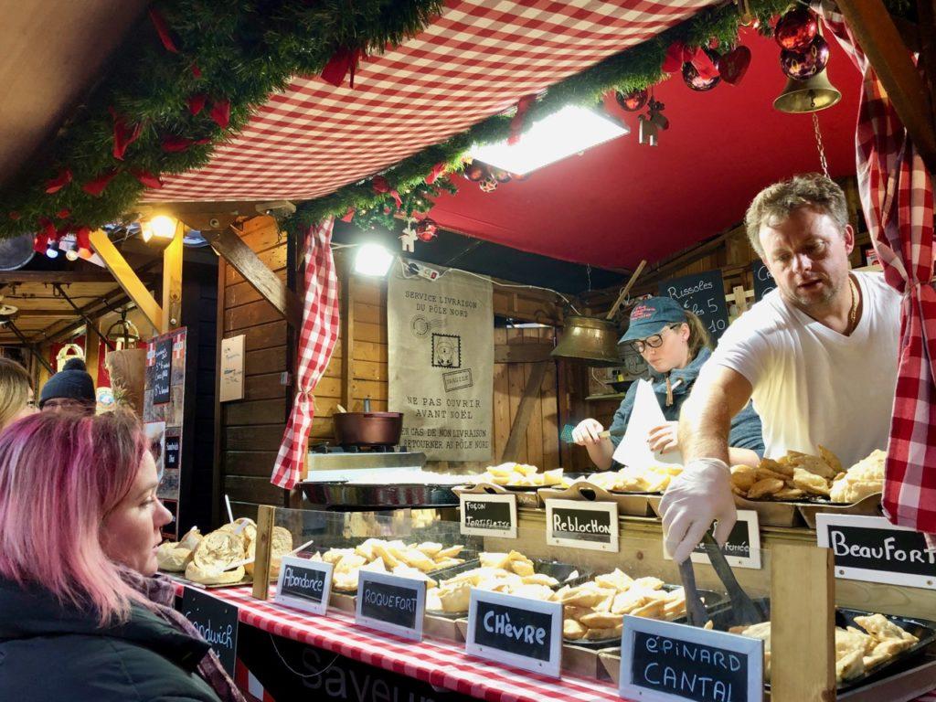Arras-marche-de-Noel-beignets-fromage