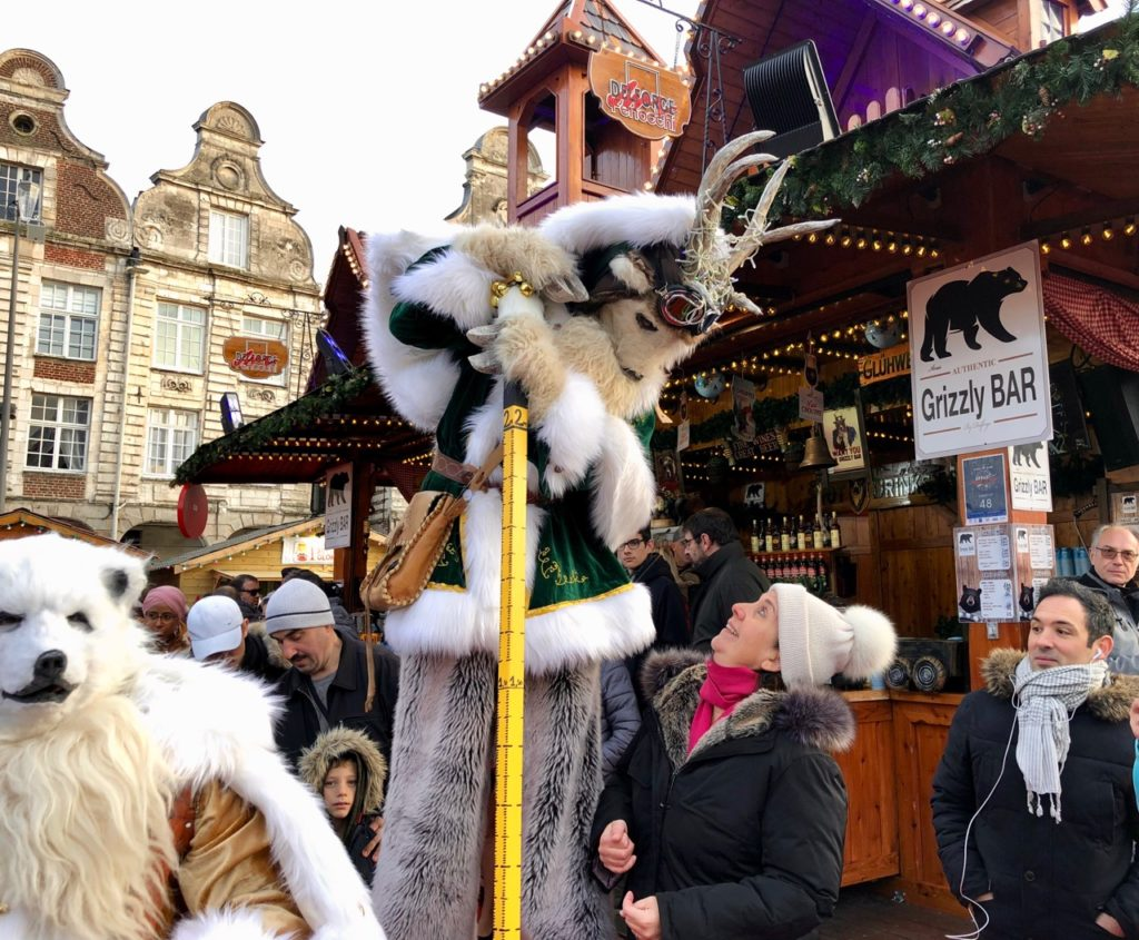 Arras-marche-de-Noel-belle-bestiole-en-goguette