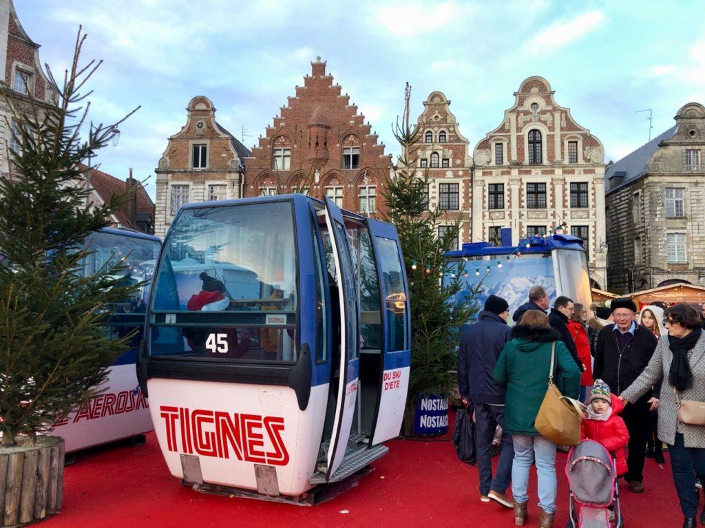 Arras-marche-de-Noel-cabine-teleski-Tignes