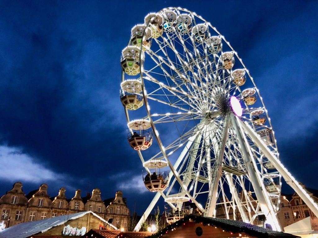 Arras-marche-de-Noel-grand-roue-de-nuit