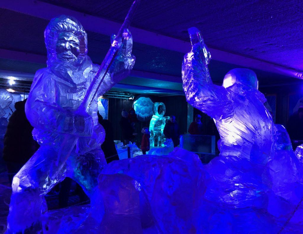 Arras-marche-de-Noel-sculpltures-glace-bleutees