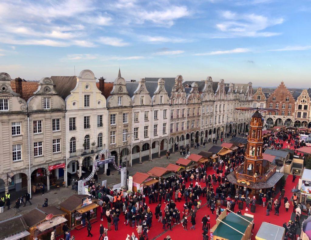 Arras-marche-de-Noel-vue-de-haut