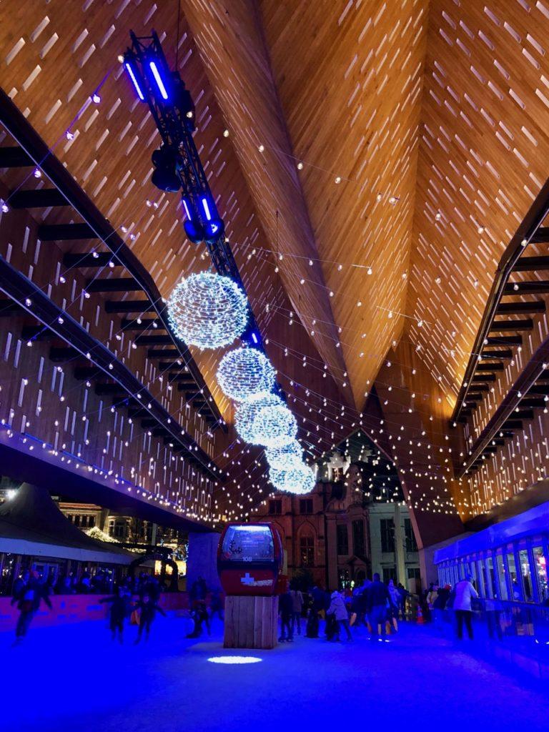 Gand-Marche-de-Noel-patinoire-soir