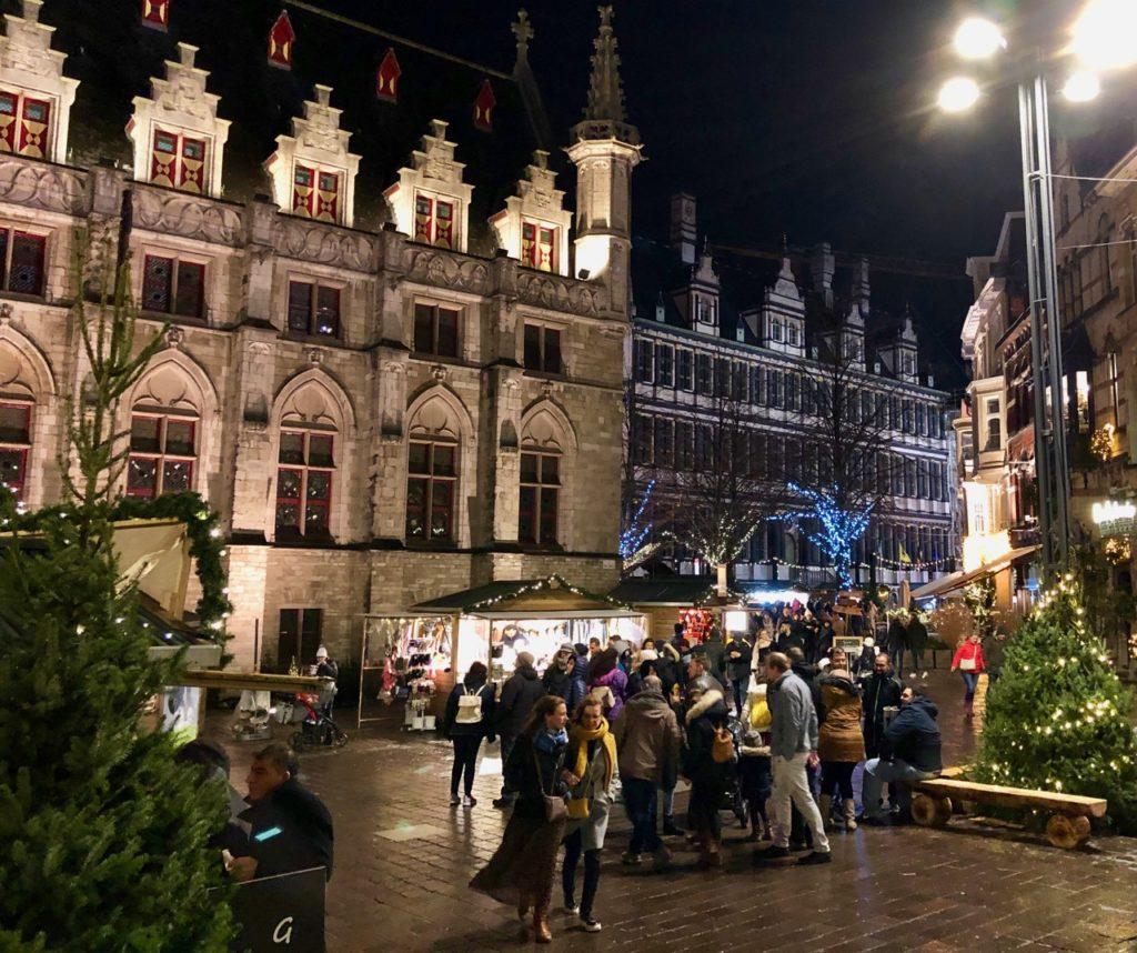 Gand-Marche-de-Noel-rue-soir