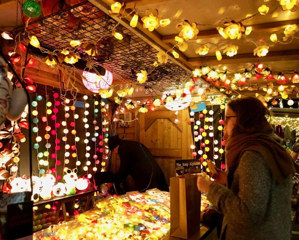 Gand-Marche-de-Noel-stand-decos-lumineuses