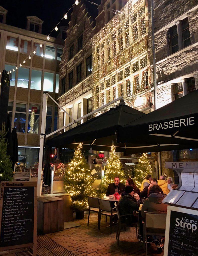 Gand-Marche-de-Noel-terrasse-cafe-nuit