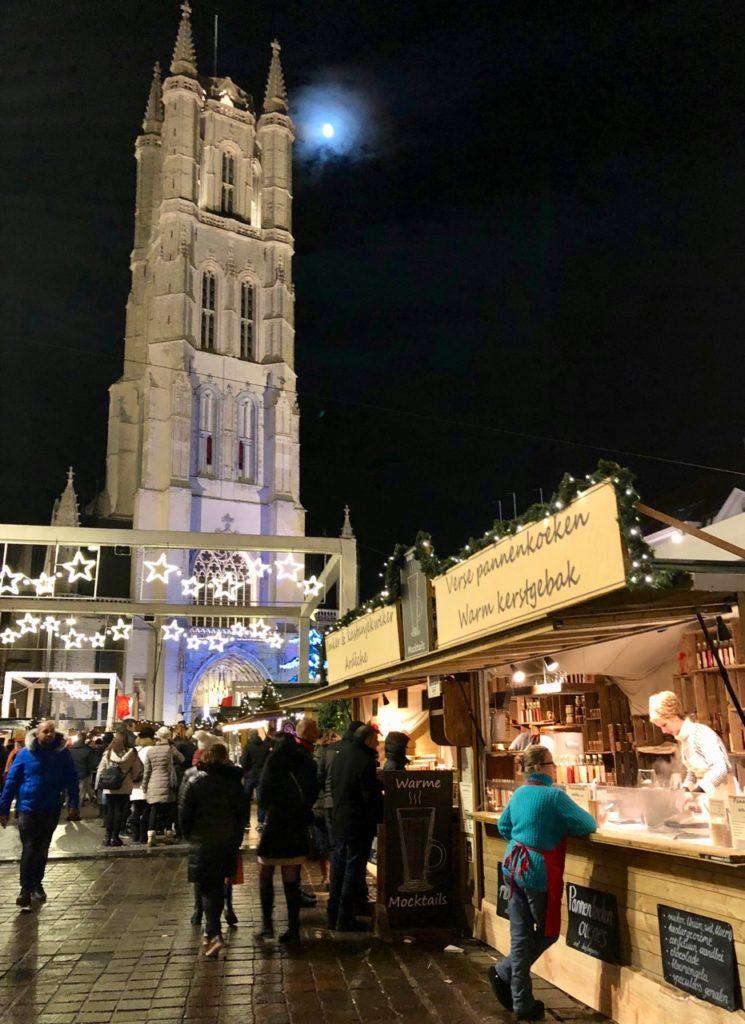 Gand-Marche-de-Noel-tour-et-lune