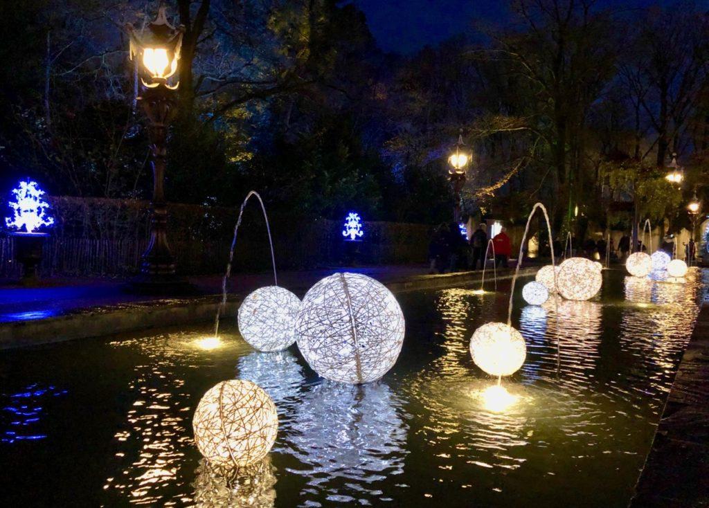 Parc-Efteling-boules-lumineuses