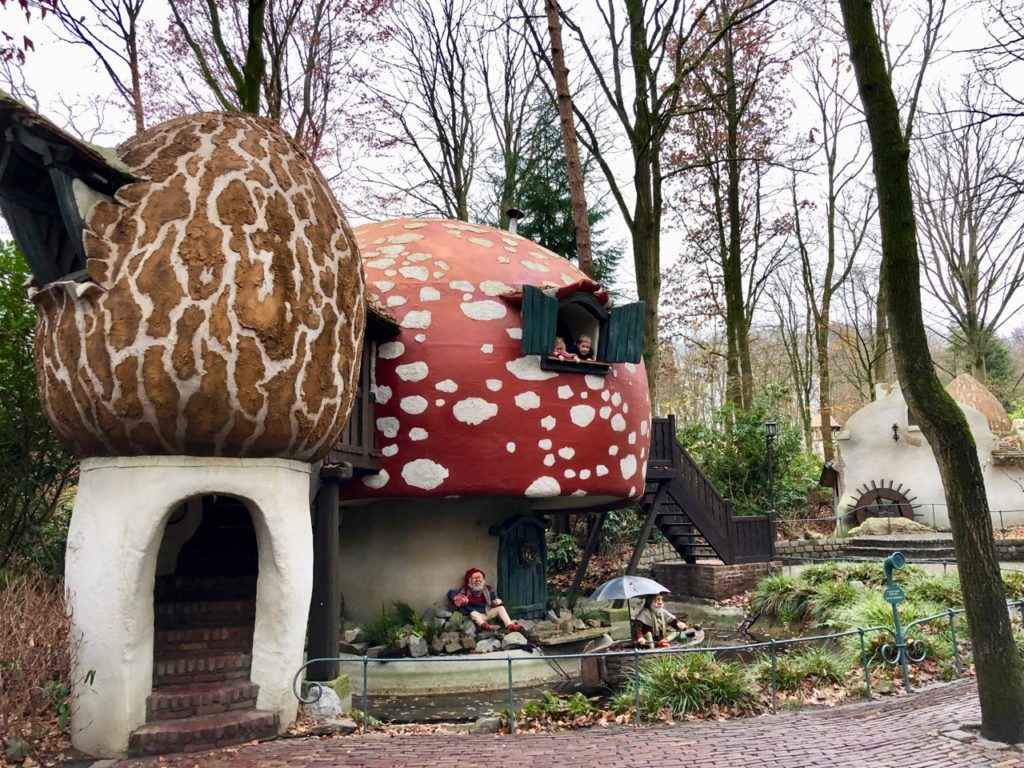Parc-Efteling-champignons-bois-des-contes