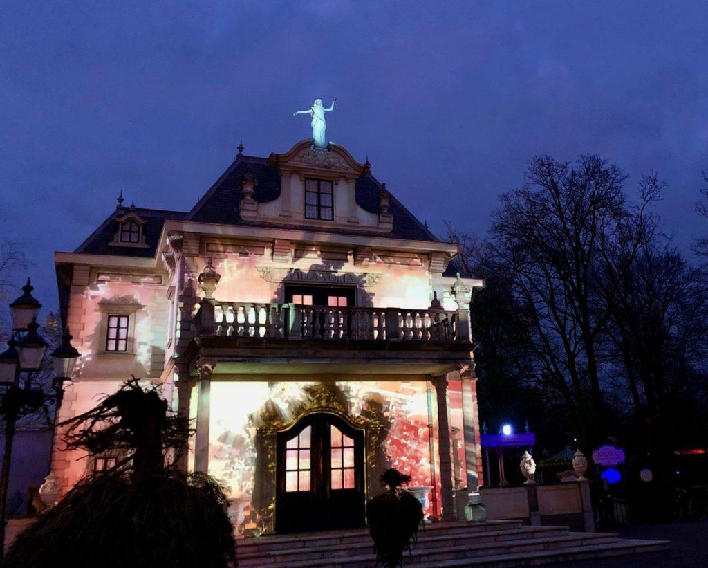 Parc-Efteling-spectacle-sur-facade-maison
