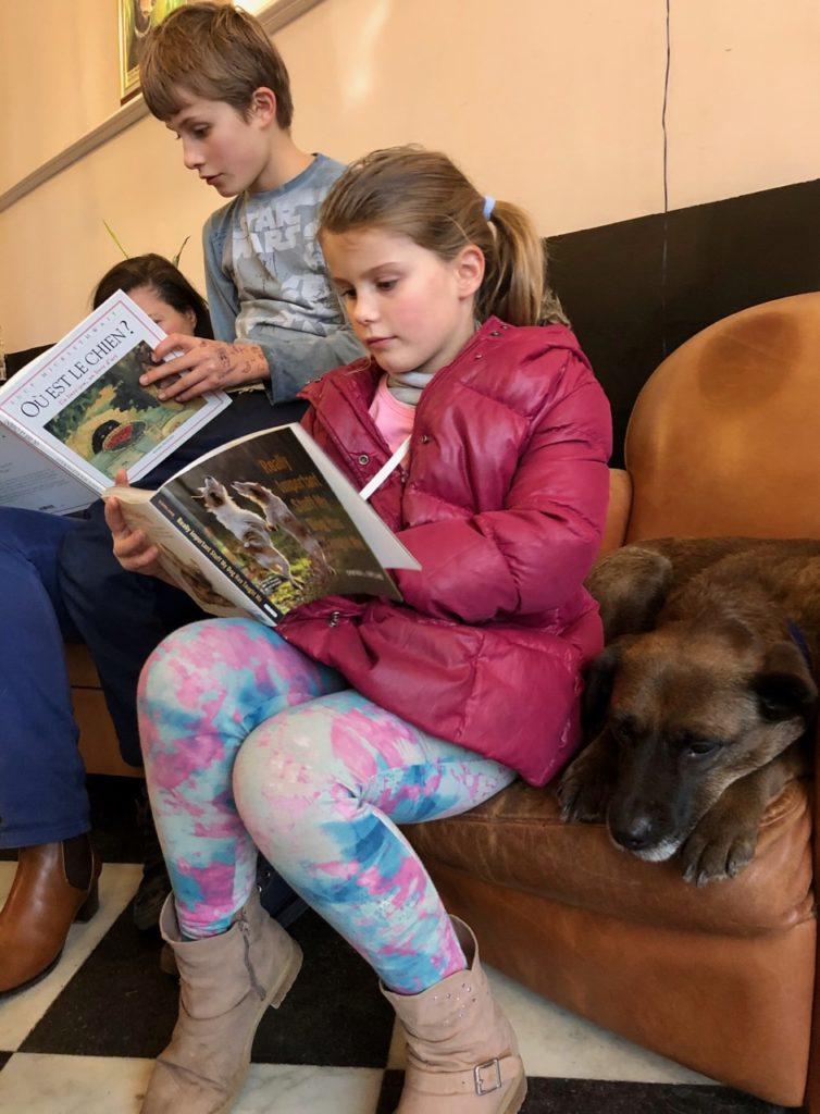 Lille-Le-Waf-deux-enfants-avec-chien