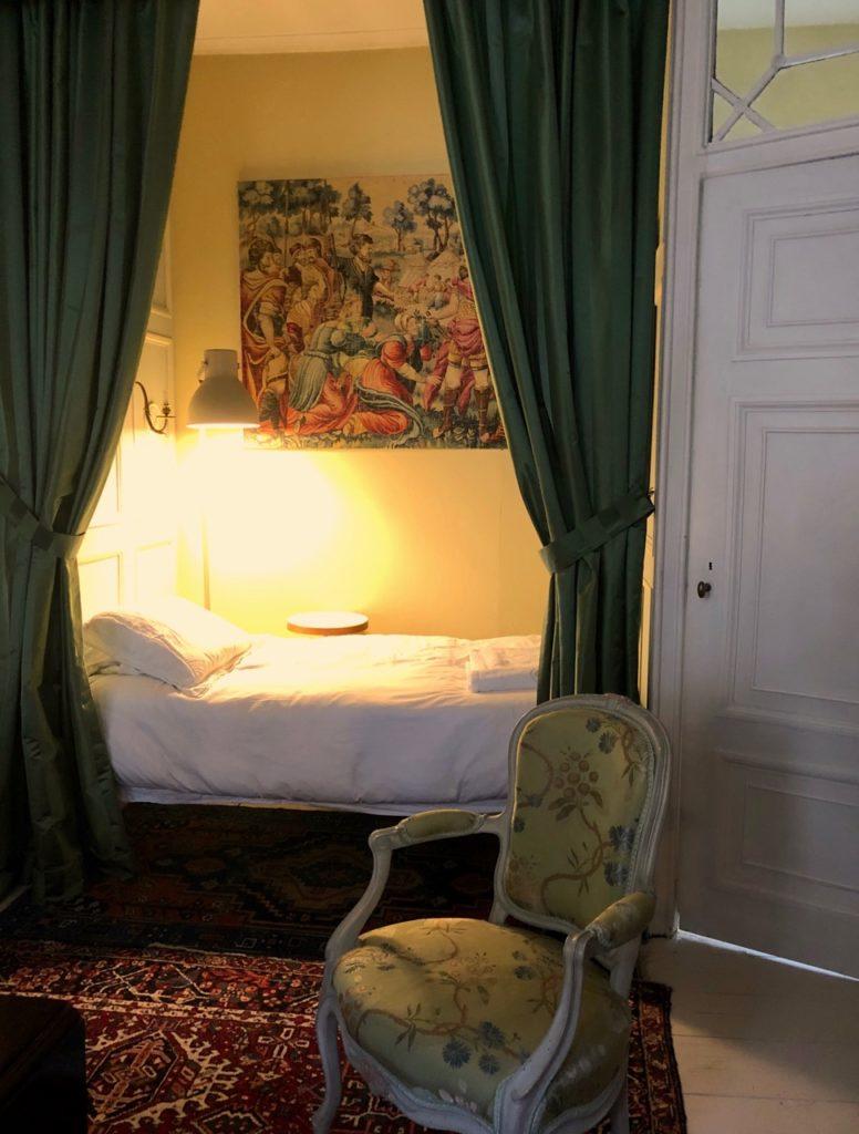 Saint-Omer-Palais-de-la-Cathedrale-chambre-premier-etage
