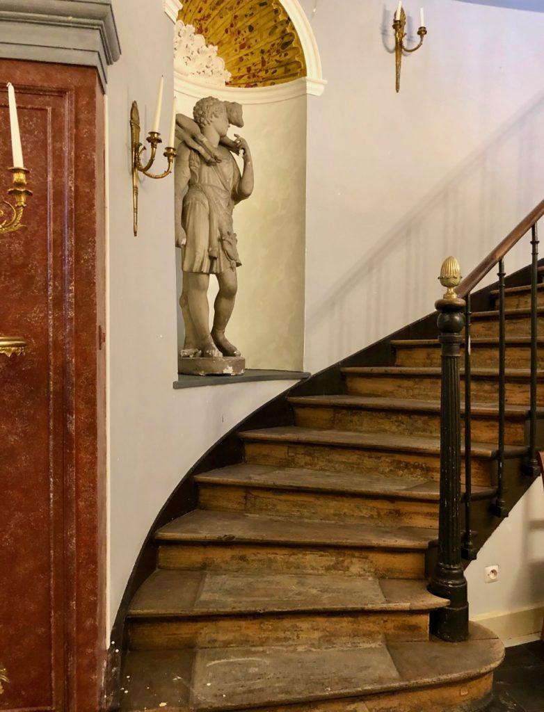 Saint-Omer-Palais-de-la-Cathedrale-escalier