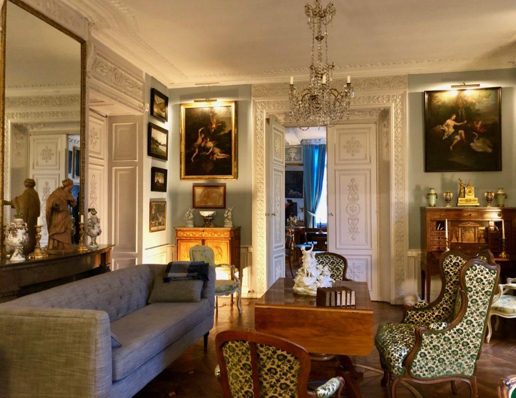Saint-Omer-Palais-de-la-Cathedrale-salon-deux