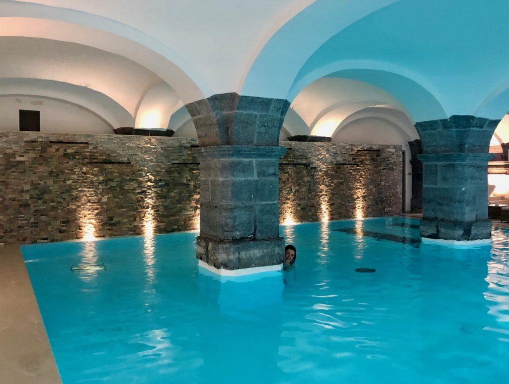 royal-hainaut-spa-valenciennes-piscine-mur-fond