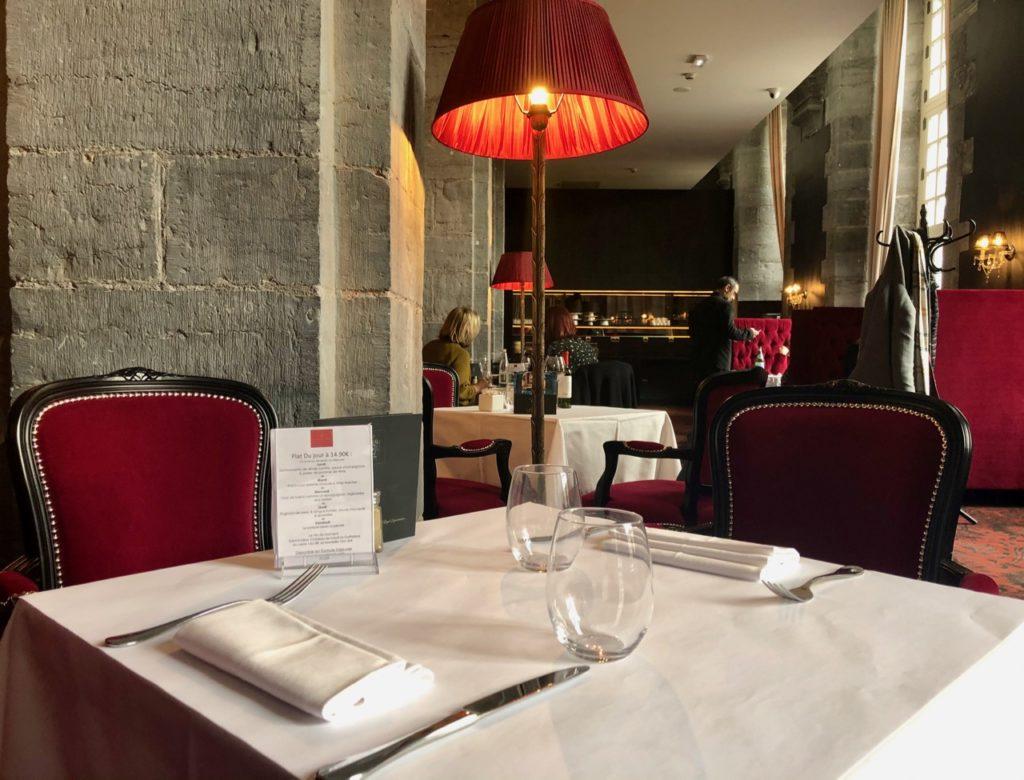 royal-hainaut-valenciennes-brasserie-la-galerie-table