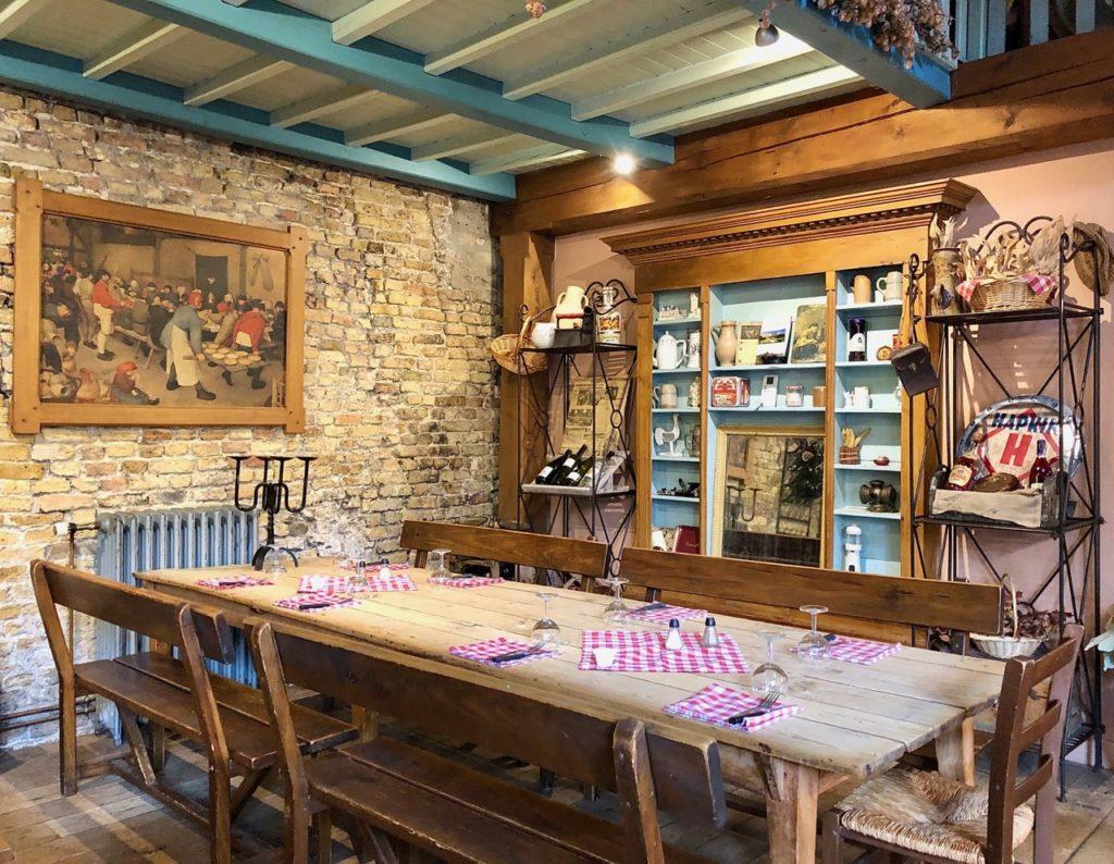 Bergues-restaurant-Le-Bruegel-coin-grande-salle