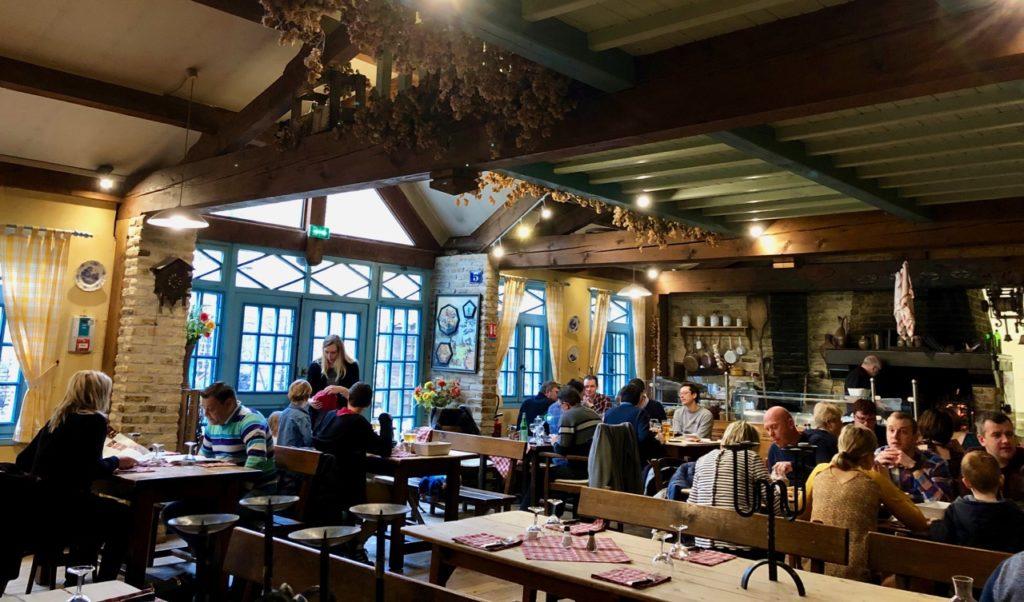 Bergues-restaurant-Le-Bruegel-grande-salle