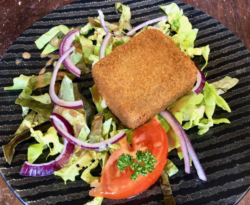 Bergues-restaurant-Le-Bruegel-maroilles-pane-sur-salade
