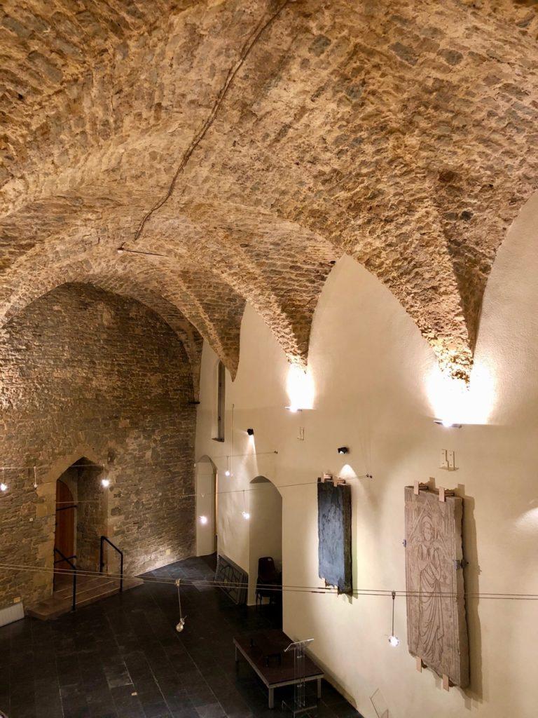 Boulogne-sur-Mer-a-l-abri-chateau-musee-salle-voutee