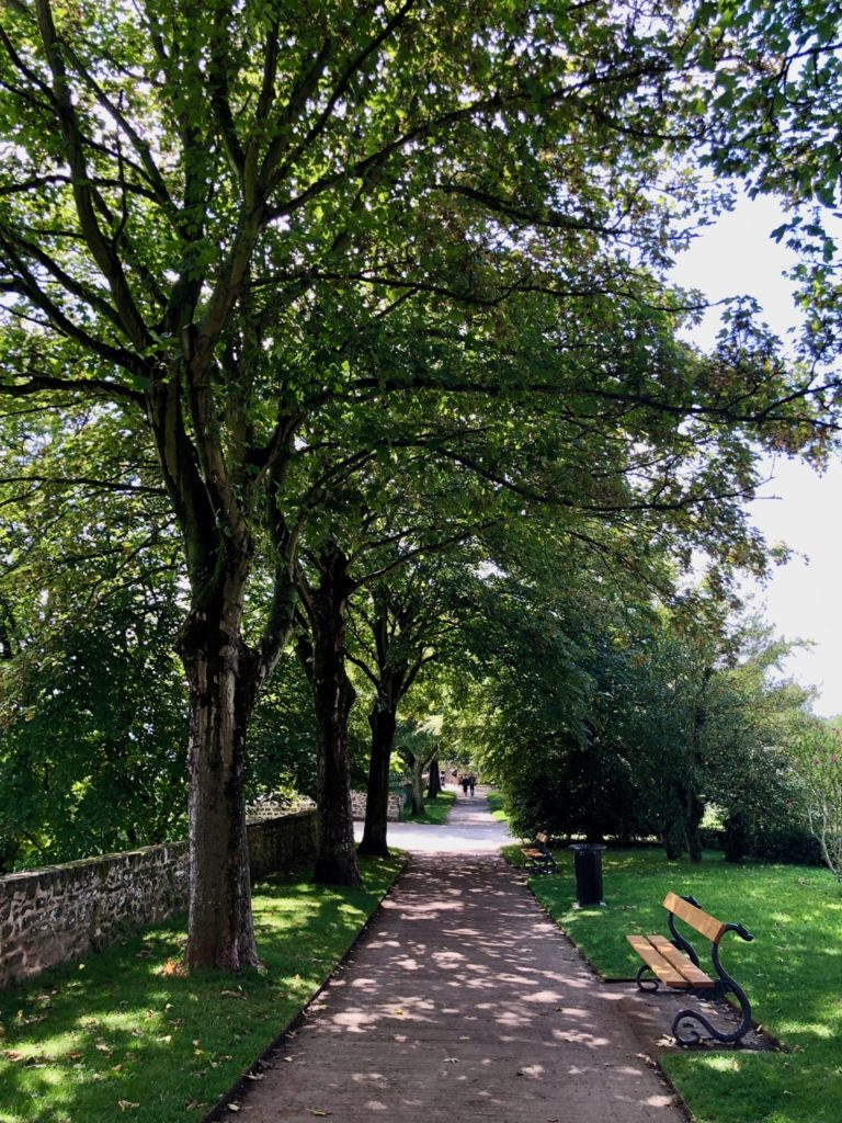 Boulogne-sur-Mer-en-plein-air-promenade-remparts