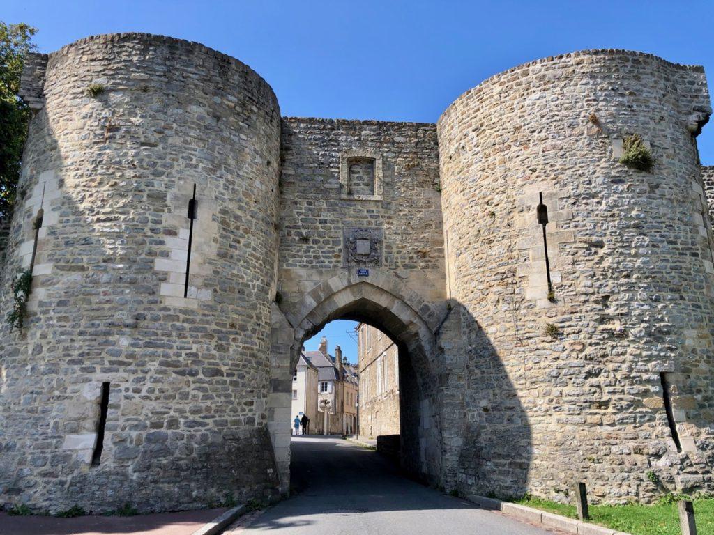 Boulogne-sur-Mer-en-plein-air-promenade-remparts-deux-tours