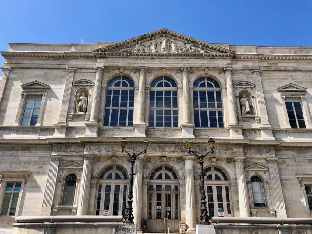 Boulogne-sur-Mer-en-plein-air-promenade-remparts-tribunal