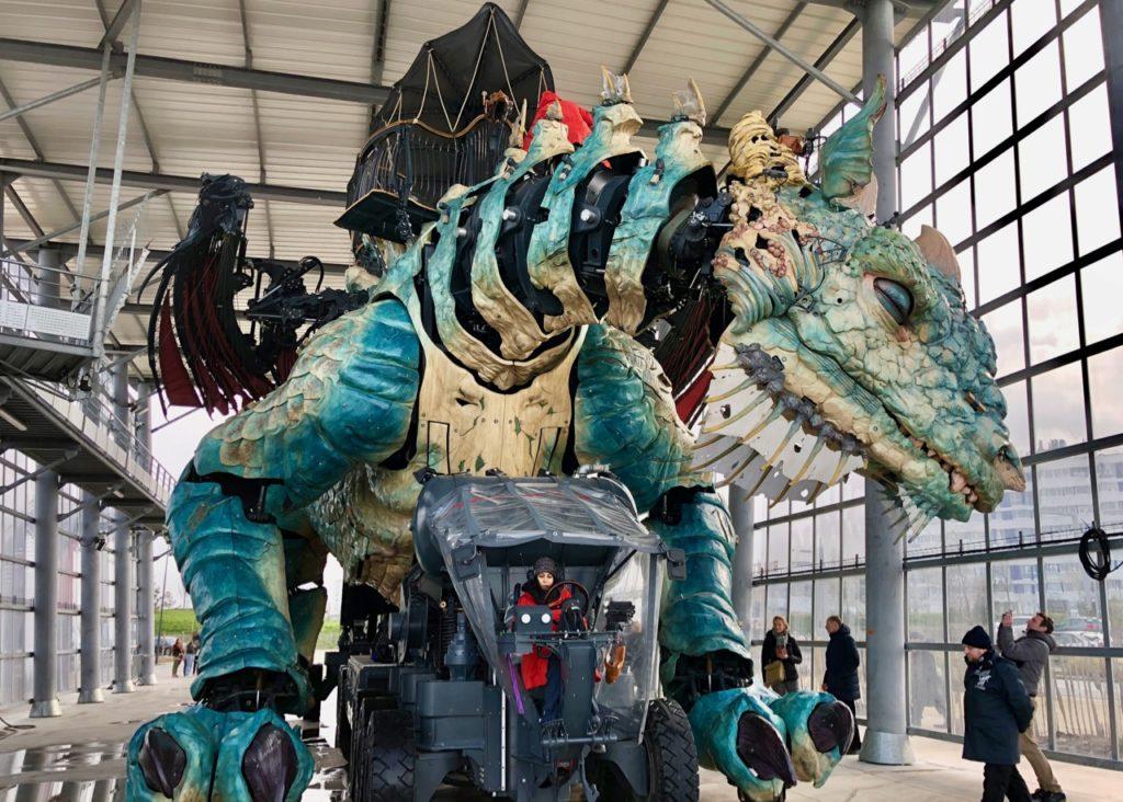 Calais-Dragon-au-repos-abri