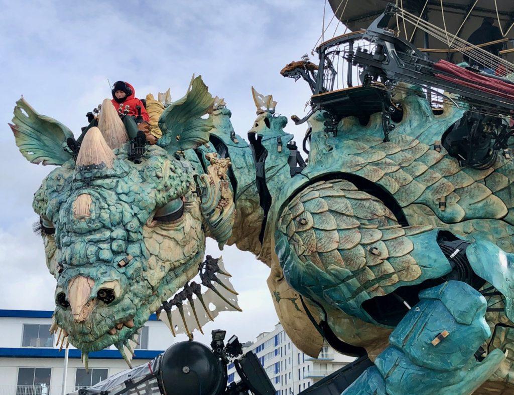 Calais-Dragon-front-de-mer-de-pres