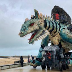 Calais-Dragon-front-de-mer-tete-gueule-ouverte