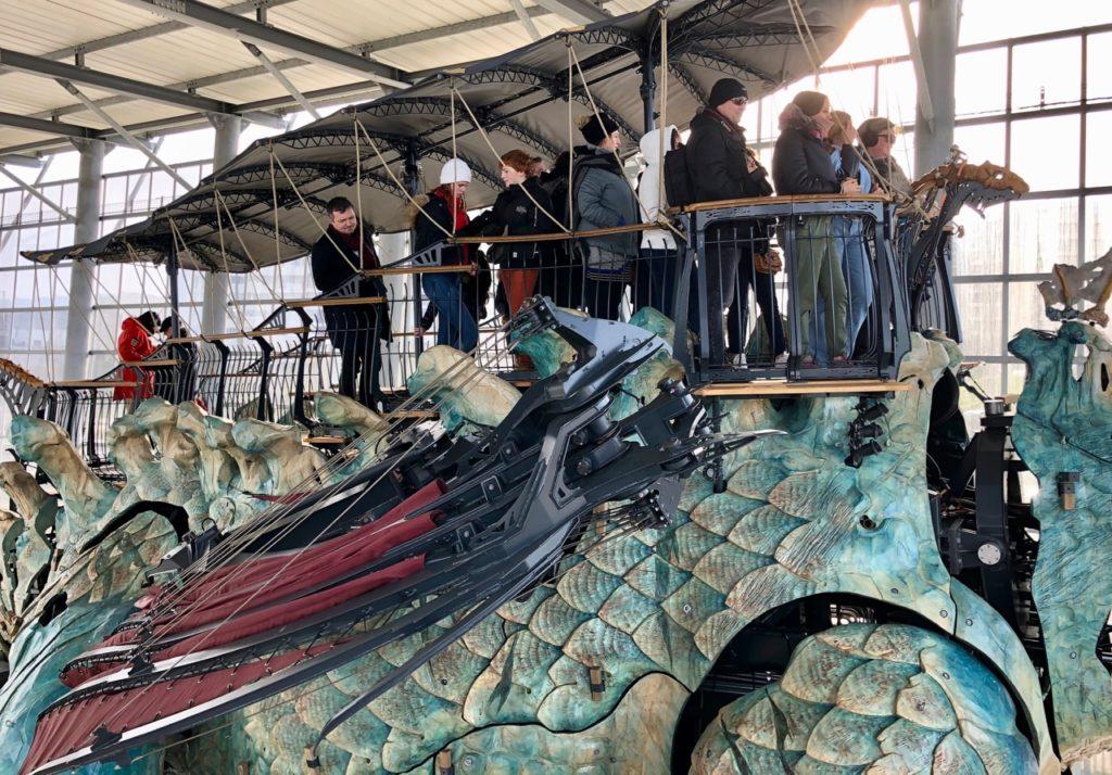 Calais-Dragon-plateforme-avec-voyageurs