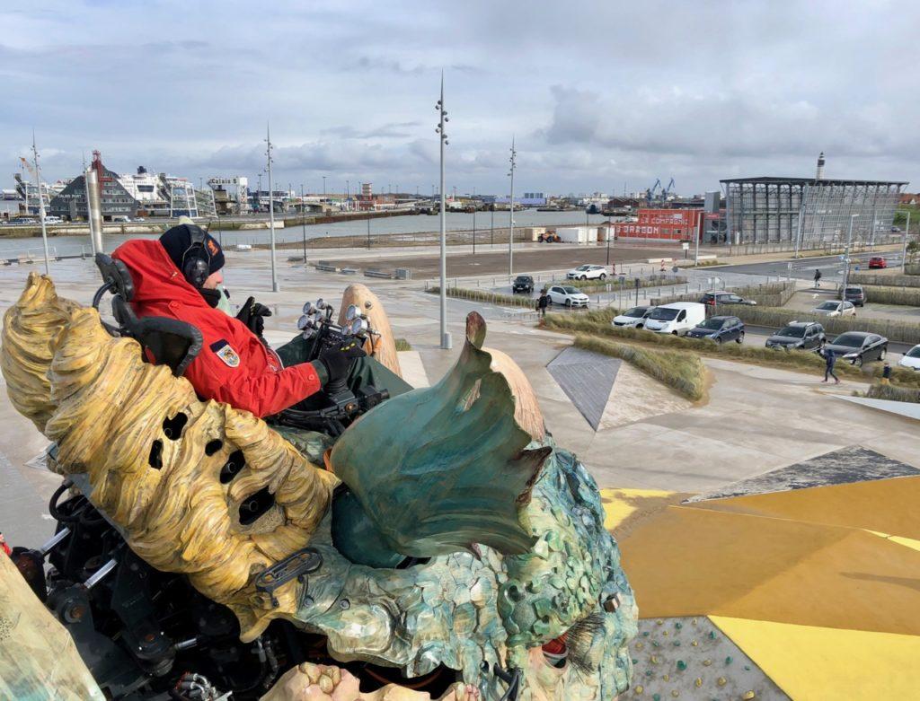 Calais-Dragon-tete-et-batiment-compagnie-dragon