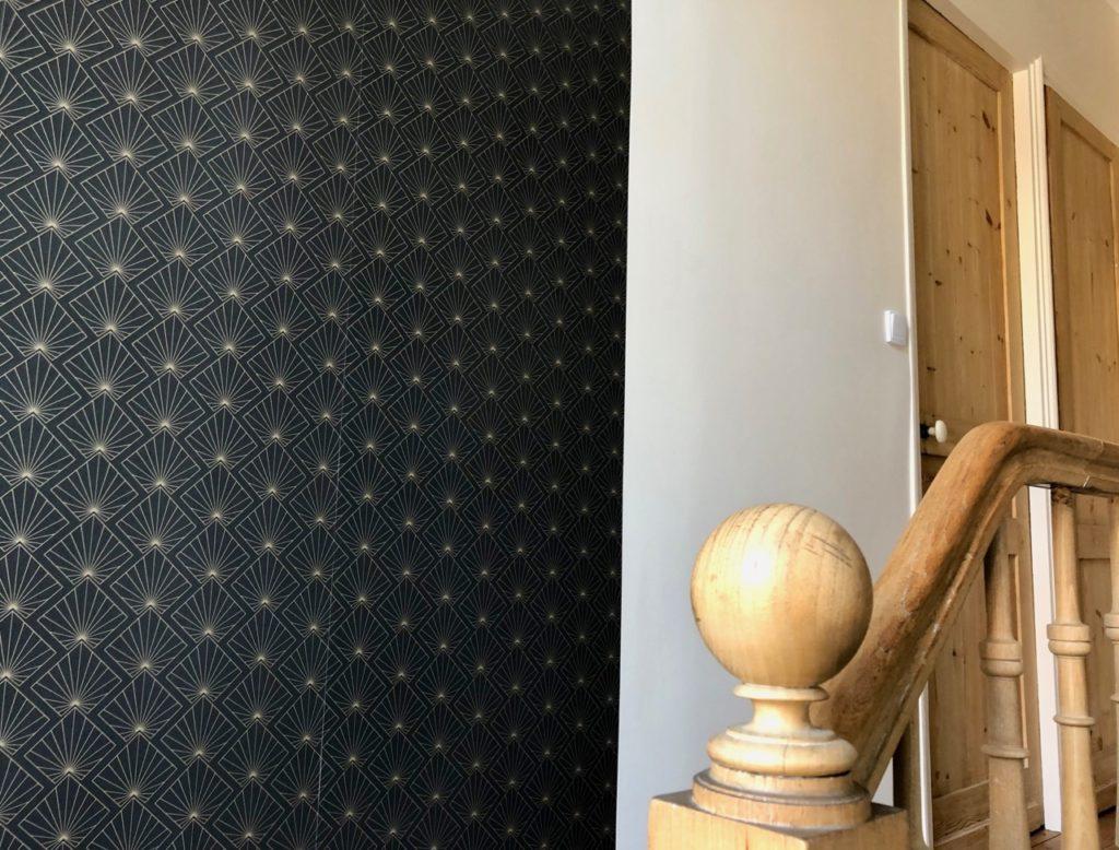 Couloir-palier-papier-peint-art-deco