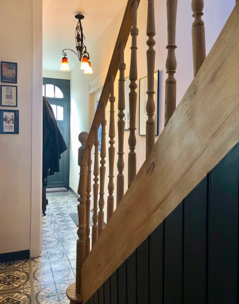 Couloir-verriere-avec-cote-escalier