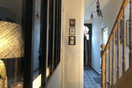 Couloir-verriere-vue-largeur-nuit