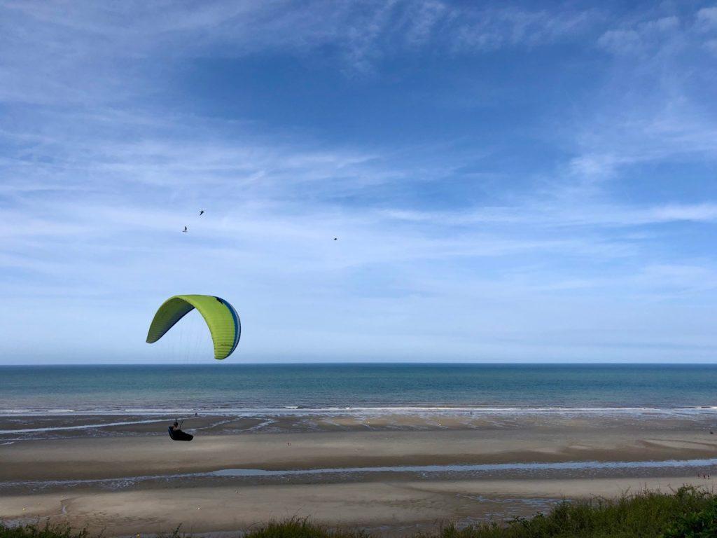 Pas-de-Calais-nos-plages-Equihen-plage-parapente