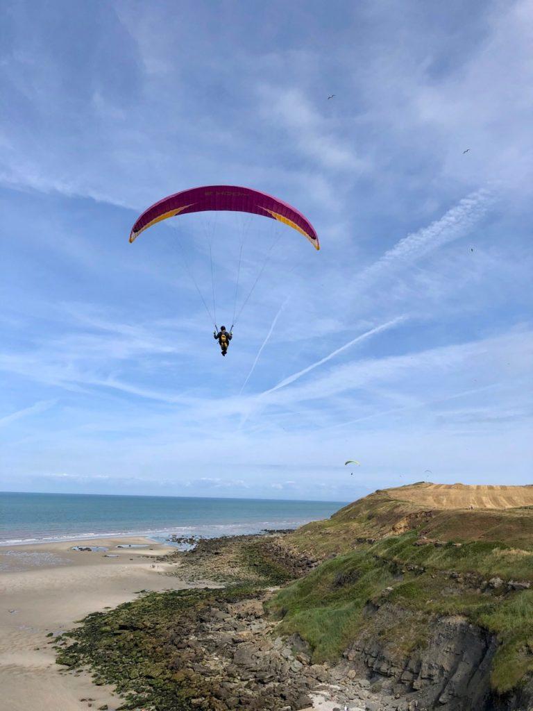 Pas-de-Calais-nos-plages-Equihen-plage-parapentiste