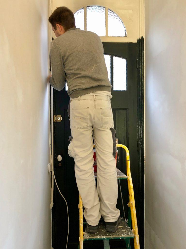 couloir-mise-en peinture-noire-porte-entree