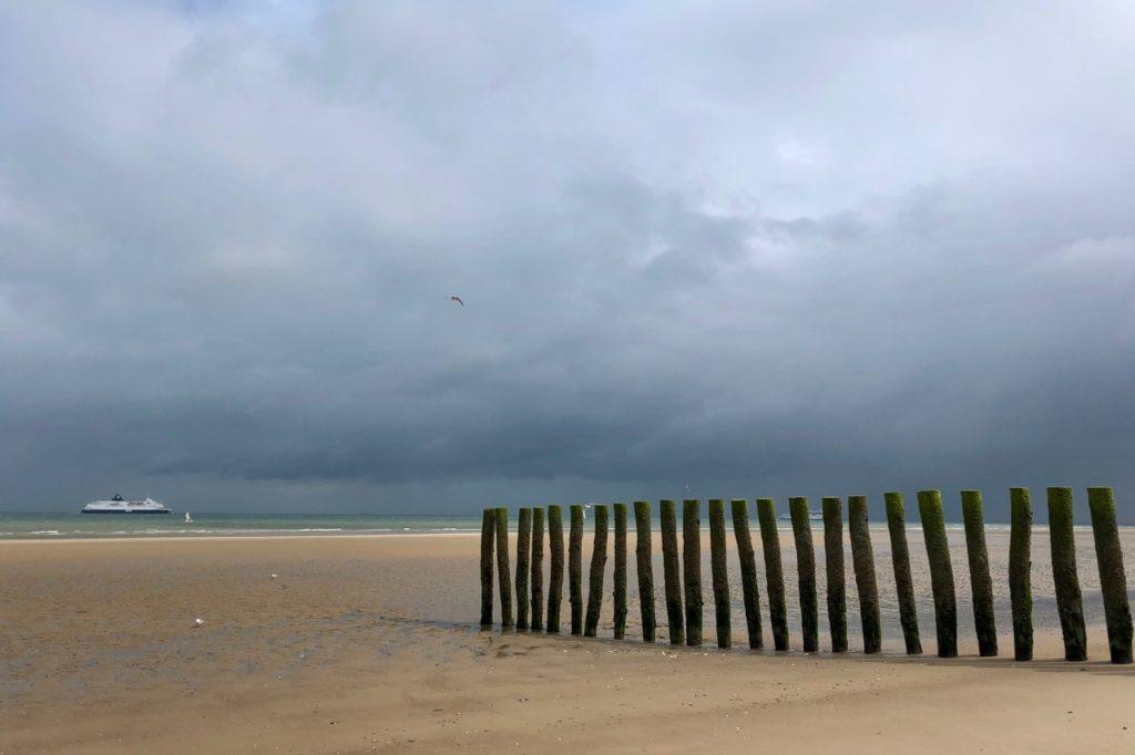Plages-Pas-de-Calais-Sangatte-plage-ciel-gris