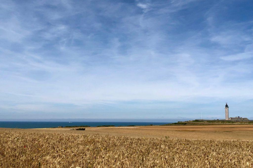 Plages-Pas-de-Calais-falaises-du-Gris-Nez-phare